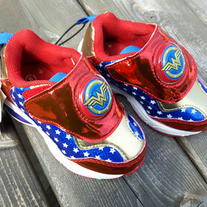 WONDER WOMAN SHOES GIRL SIZE 1 LIGHT UP NEW